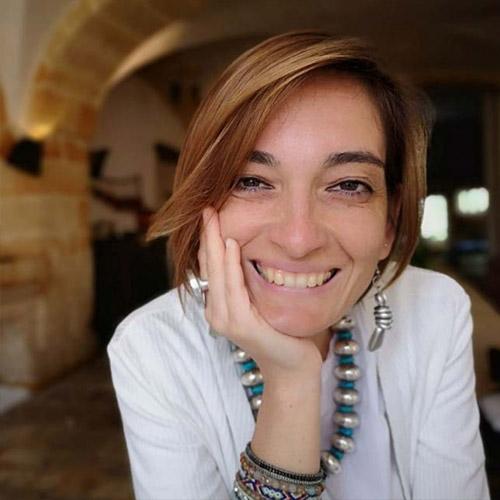 Un saluto dalla nostra docente di Danzaterapia Angela Arpa